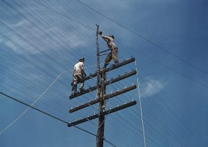 Men_working_on_telephone_lines,_probably_near_a_TVA_1a35245v