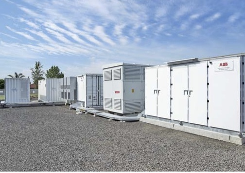 Battery/Diesel Grid-connected Microgrids: A Case Study of Future Microgrid  Capabilities