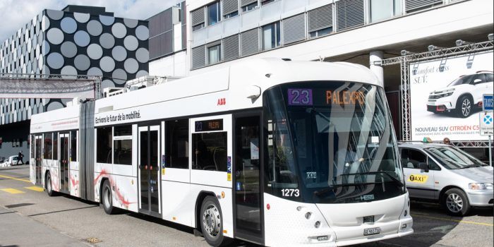 Flash-Charging E-Bus System in China Expected to Charge in Seconds